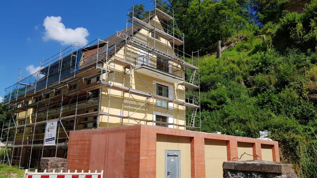 BV Villa Denis Frankenstein 450 qm Fassadensanierung 2000 qm spachtel Anstrich Lack